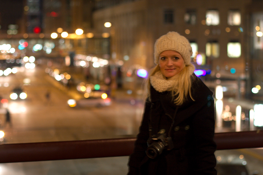 Camilla i Minneapolis Skyway med god Bokeh i baggrunden.