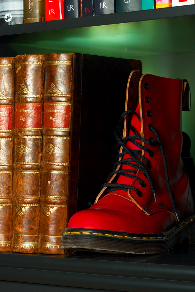 Den røde støvle som bogstøtte